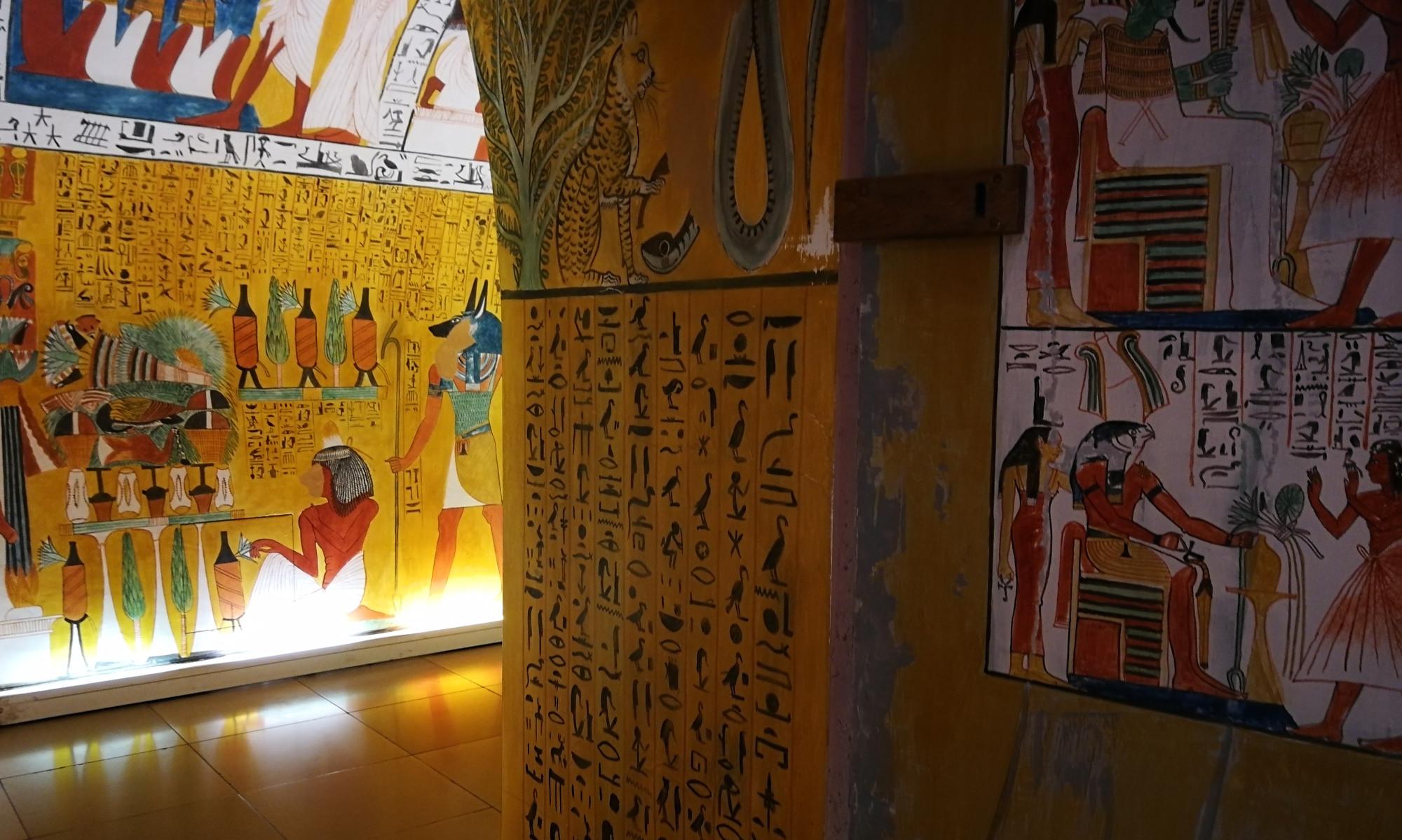 Blick in die Altägyptische Grabkamme rim Museum für Kommunikation Nürnberg