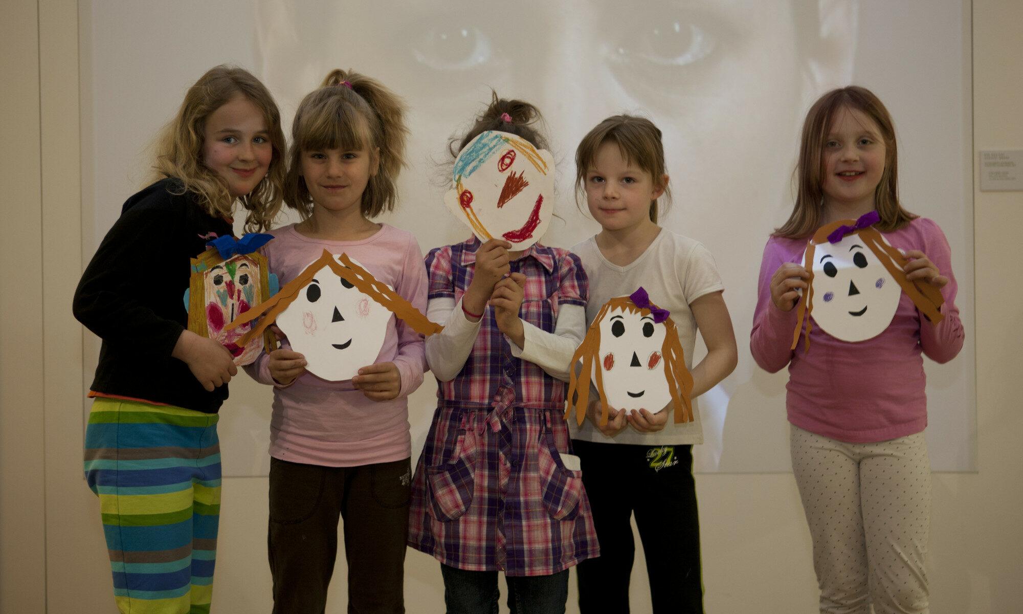 Kinder mit Masken, Museum für Kommunikation Nürnberg