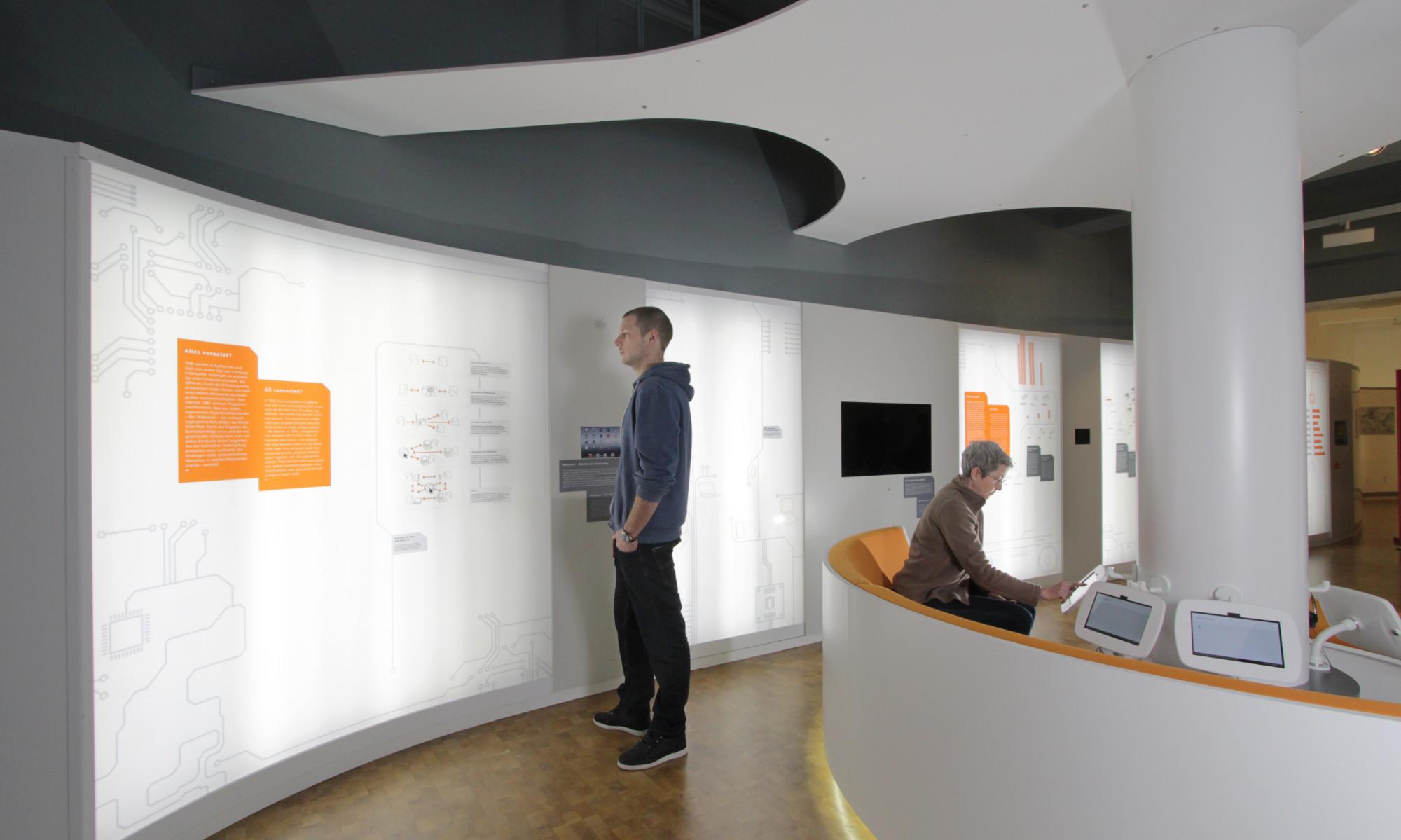 Mann im Museum für Kommunikation Nürnberg