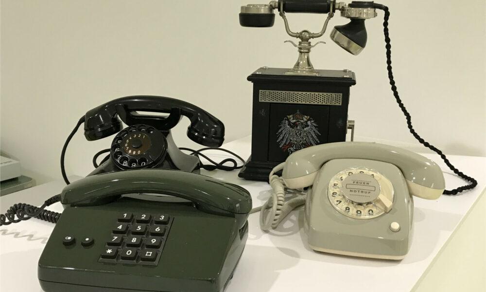 Historische Telefone des Museum für Kommunikation Nürnberg zum Ausleihen für den Unterricht